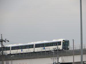 愛知環状鉄道のホームからリニモを望む