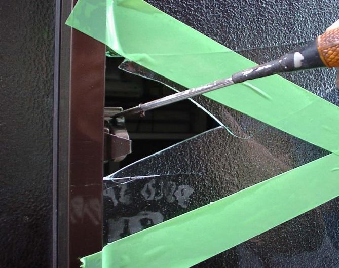窓ガラス割り